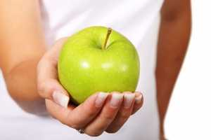 Apple fiber binds with fats in the intestine, which translates into lower cholesterol levels, according to the magazine.