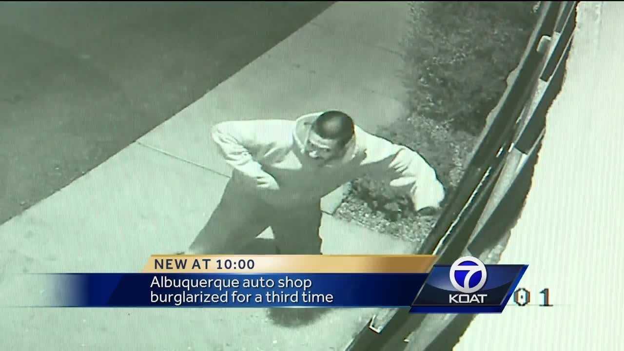 VIDEO: Thief breaks glass, ransacks auto shop