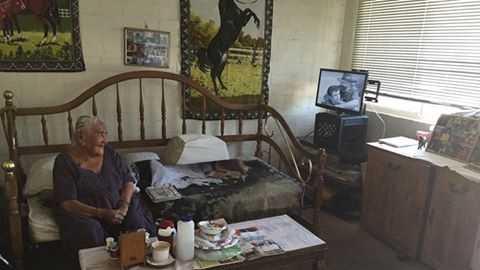 Albuquerque police officer replaces woman's stolen TV