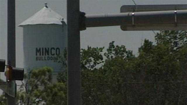 2 Minco reserve police officers accused of taking bribes