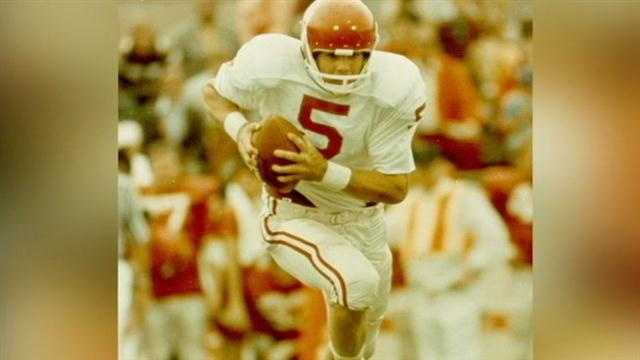 University of Oklahoma football legend Steve Davis was killed in a plane crash on Sunday.