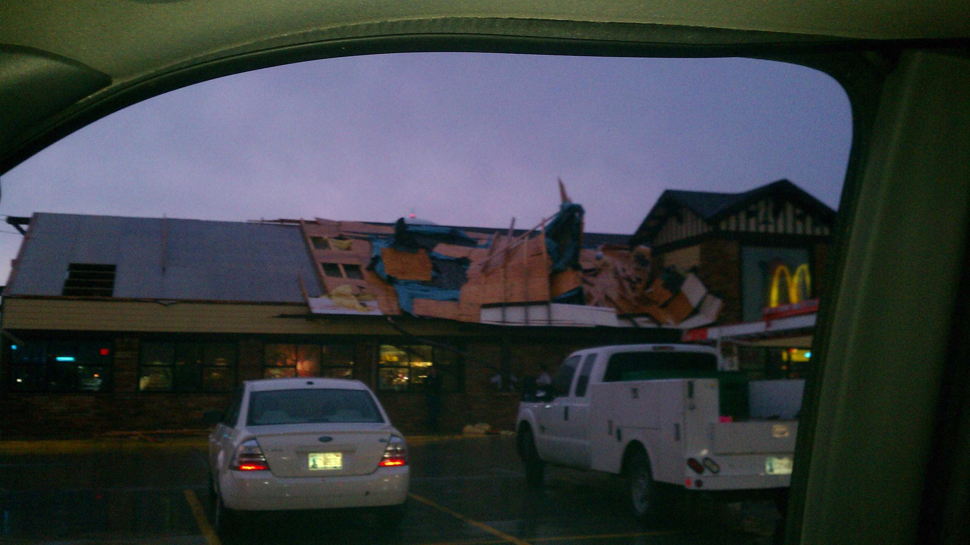 Braums Storm damage.jpg