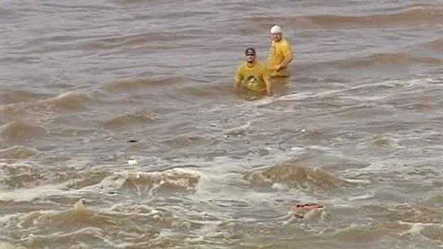 2 fishermen rescued from Oklahoma River