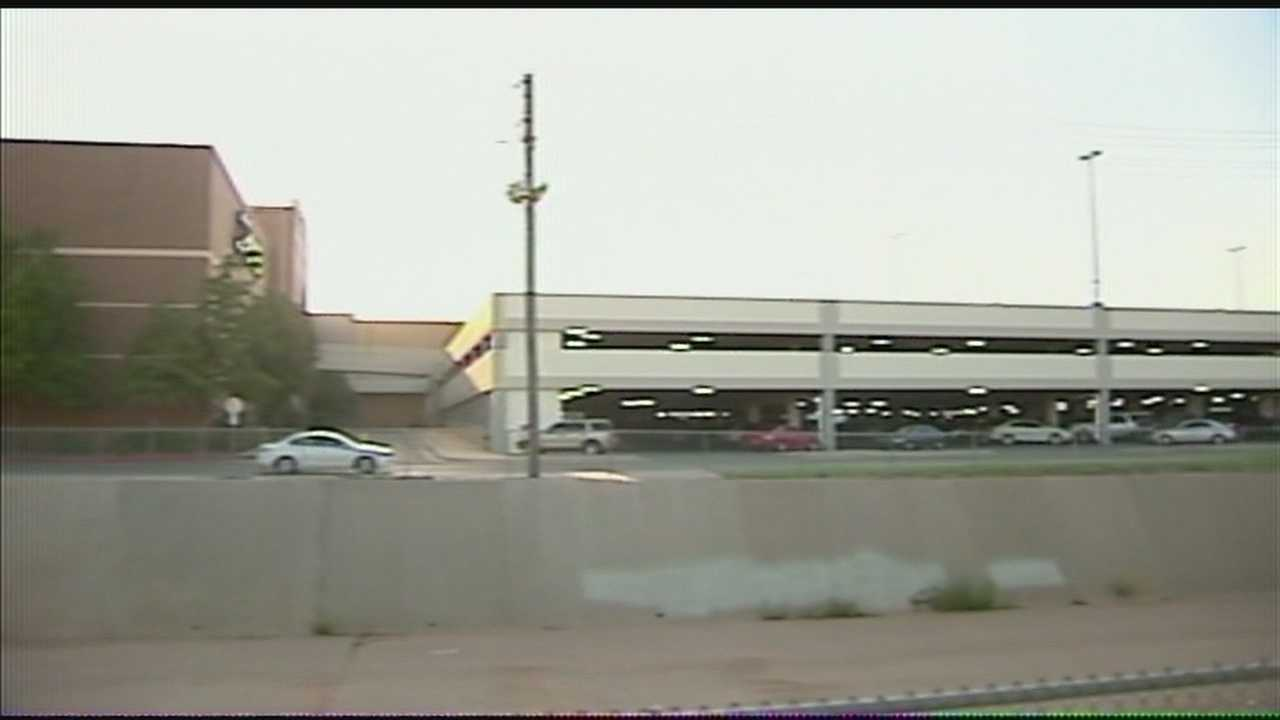 img-OKC police Shoplifter breaks leg trying to escape from Penn Square Mall security 10P H