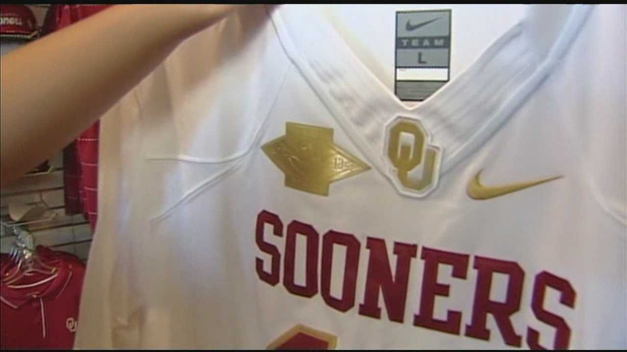 img-Norman police say OU jerseys stolen from shop 5P H