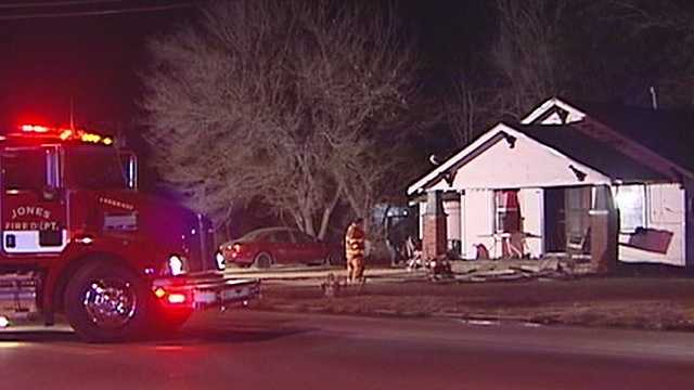 Family escapes early morning fire in Jones