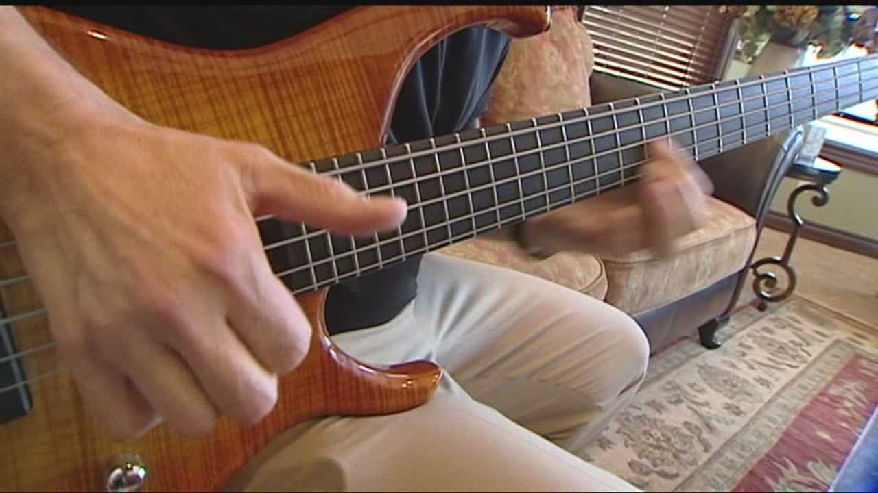 Thieves arrested after trying to sell a stolen guitar as their own