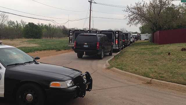 Police surround house.jpg