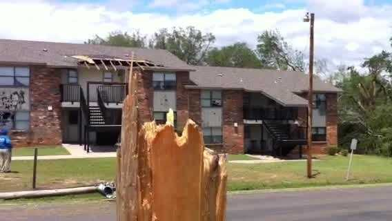 Wind damages roof, windows of Pauls Valley apartment complex