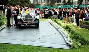 "The Pebble Beach Concours d'Elegance 2012's ""Best Of Show"" was a 1928 Mercedes-Benz 680S Saoutchik Torpedo."