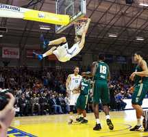 The Santa Cruz Warriors maintained their perfect 3-0 season by wrangling the Reno Bighorns 121-101 in front of their home crowd Tuesday night.