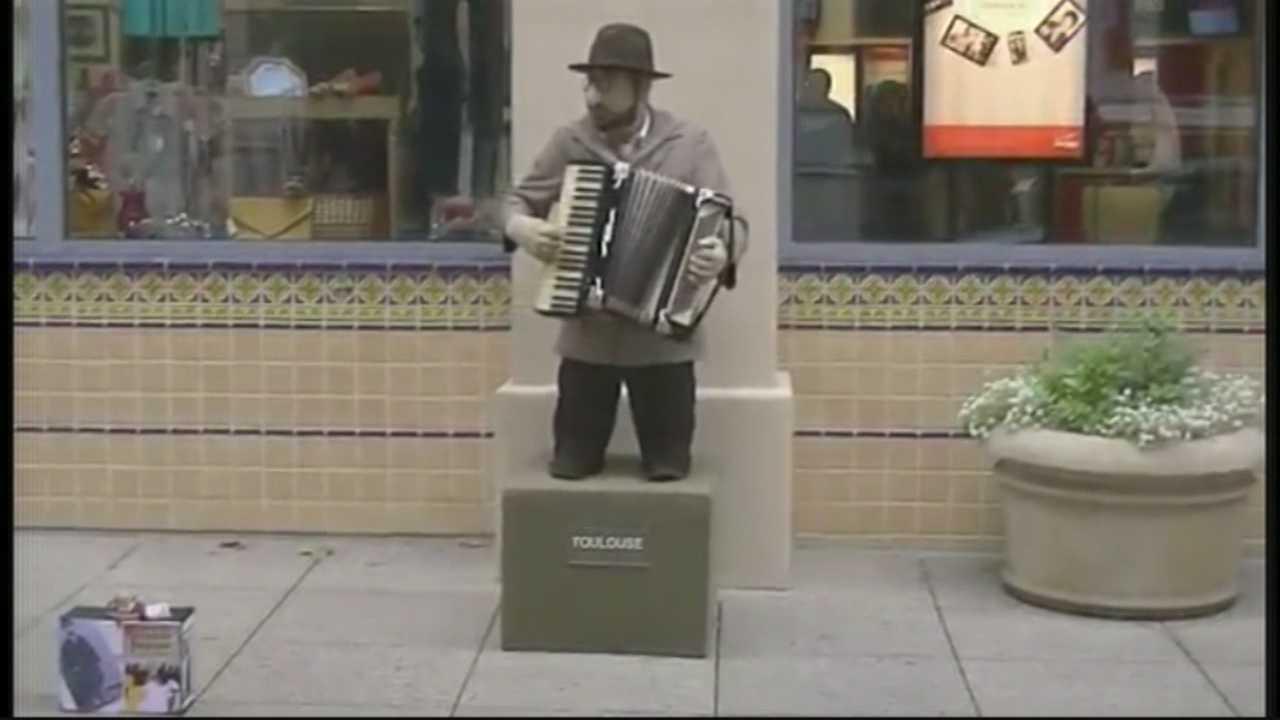 Santa Cruz re-writing rules on street performers