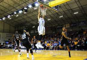 Mychel Thompson slams a dunk. His brother is Golden State Warriors star Klay Thompson.