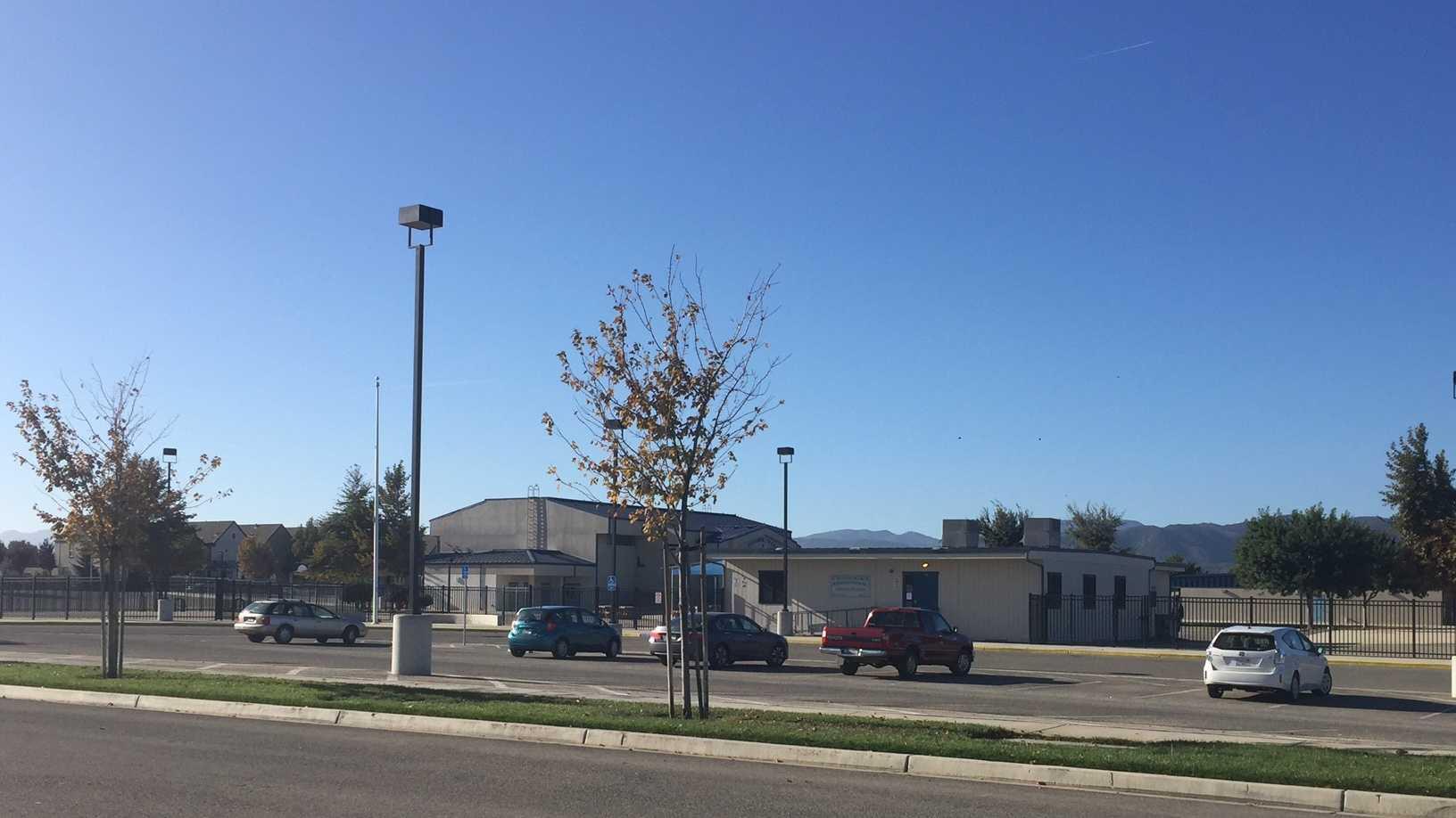 Chalon Peaks Middle School.jpg