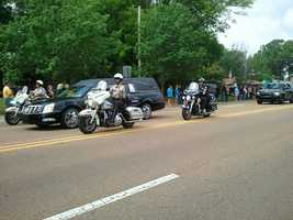 Police escort a hearse carrying the body of fallen investigator Mike Walter through Pearl.