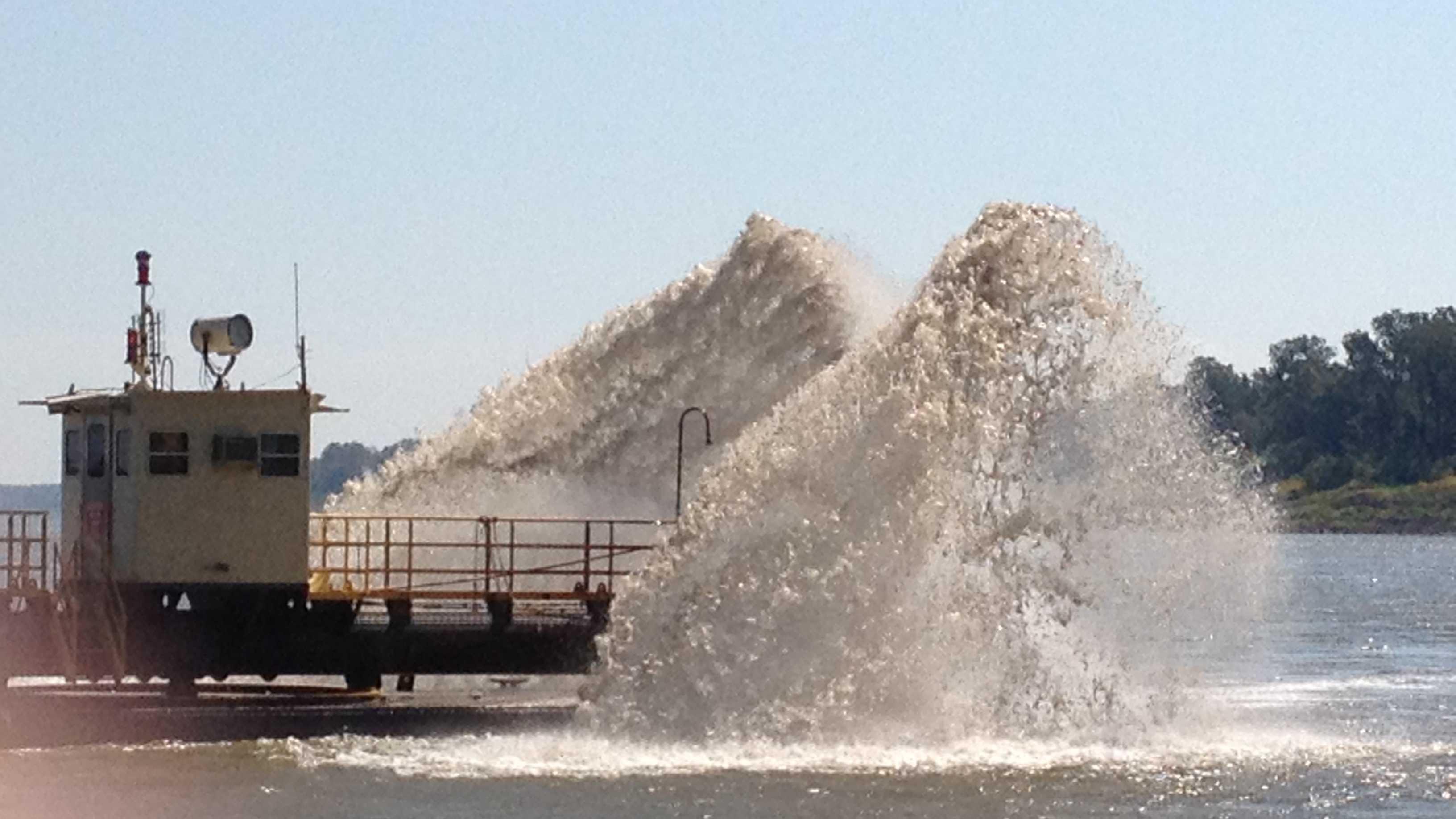 Dredging Mississippi River