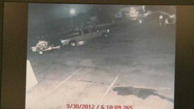 Surveillance camera catches thieves in action
