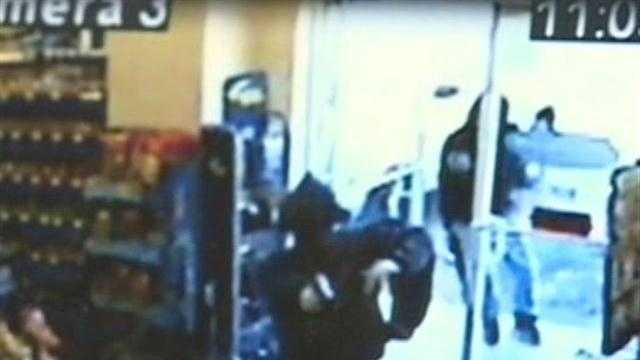 Stunning surveillance of Super D robbery