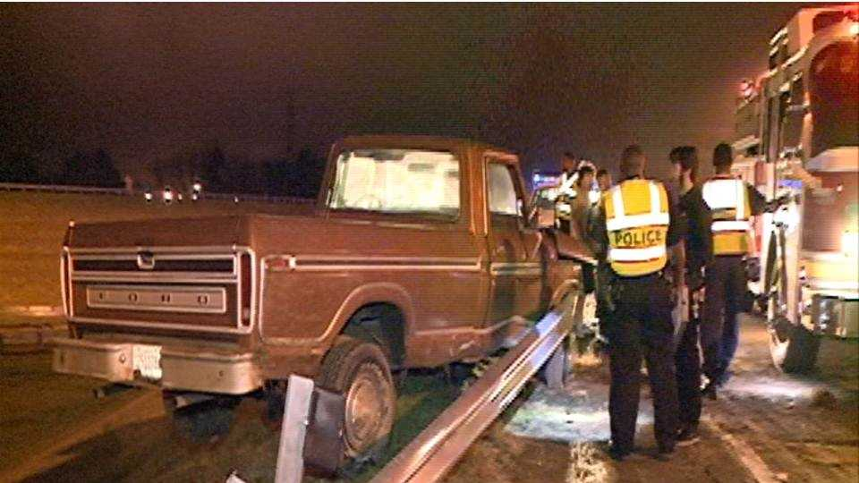 Truck crashes into guardrail on I-55