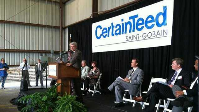 Gov. Phil Bryant and CertainTeed officials announce the company will open its factory in Meridian.