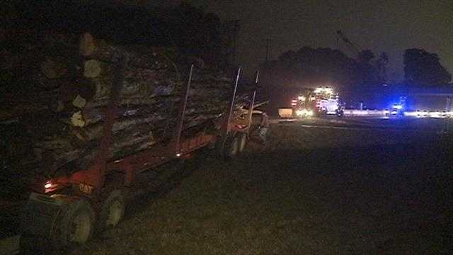 Log truck wreck in Hazlehurst-img