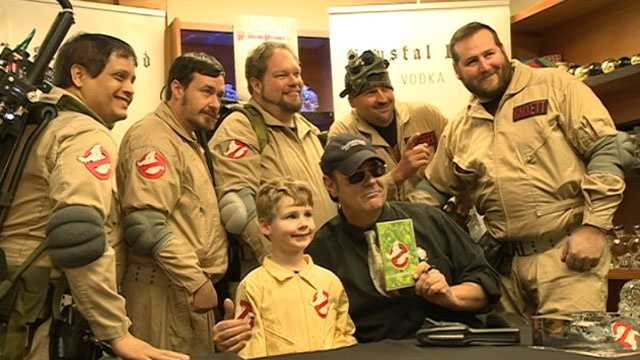Dan Aykroyd with fans