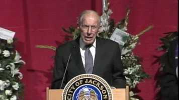 Former Gov. William Winter spoke at the mayor's funeral.
