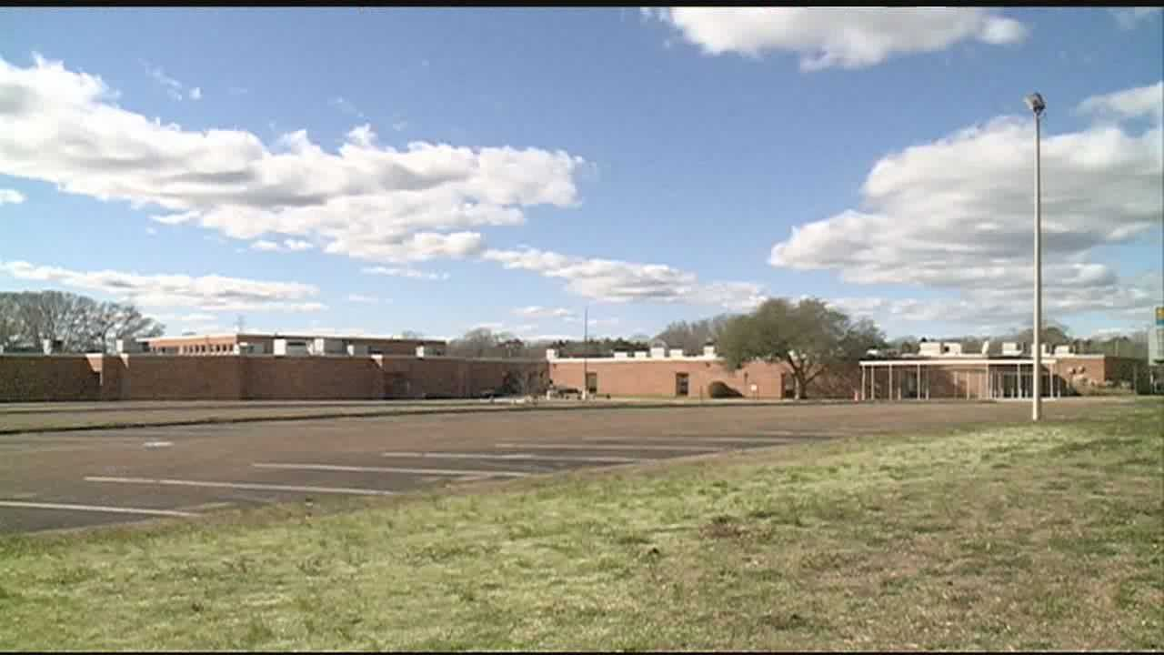 A TEACHER AT SIWELL MIDDLE SCHOOL IN JACKSON IS ACCUSED OF HAVING SEX WITH A TEEN FEMALE STUDENT.
