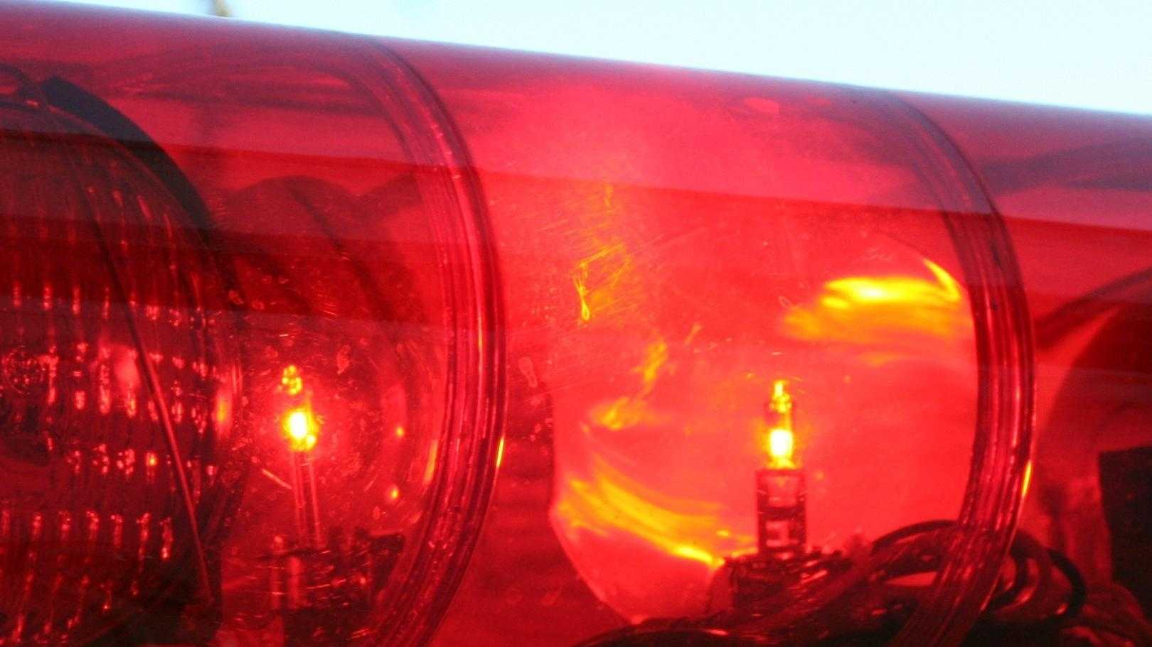 Ambulance Red Light Emergency Generic - 23591878