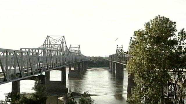 Vicksburg mississippi river bridge - 19605417