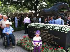Jockey Ron Tucotte next to the statue of Secretariat