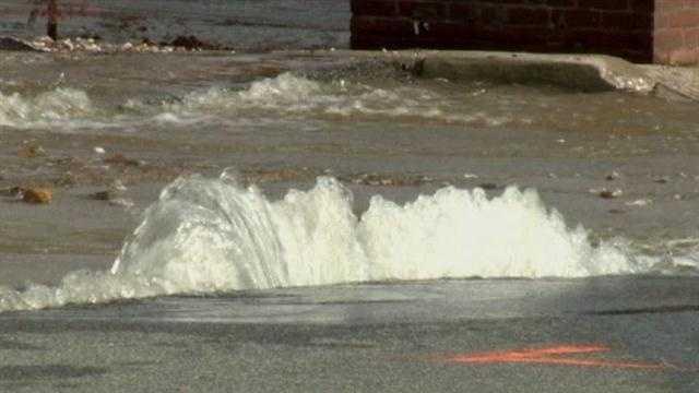 30 inch water main breaks in Mount Vernon