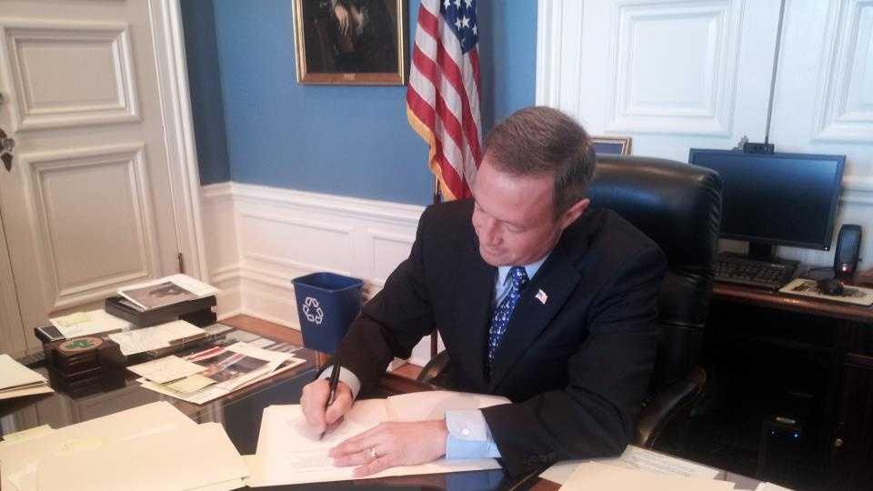 governor bill signing