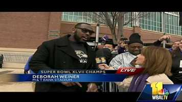 11 News' Deborah Weiner gets an exclusive interview with defensive end Arthur Jones outside the stadium before the team leaves to make its way to the start of the parade.