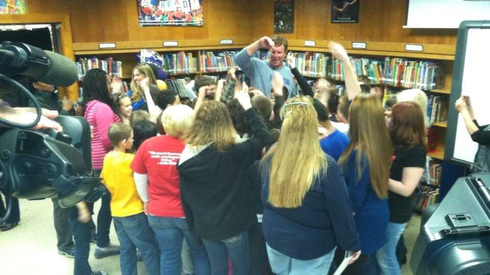 Matt Birk at Battle Grove Elementary School