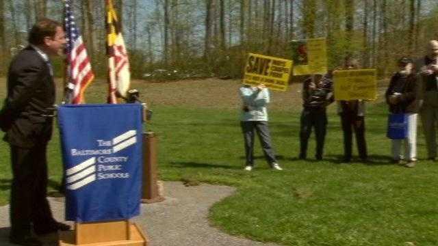 Hecklers upstage school groundbreaking ceremony