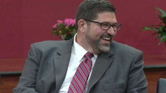 Video Alonso to step down, become Harvard professor
