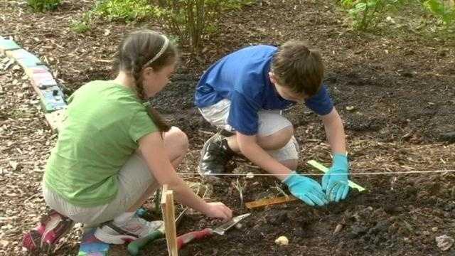 Hillcrest Elementary makes education greener