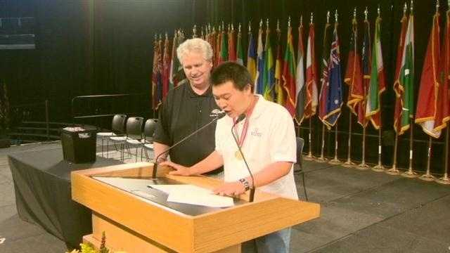 Special Olympic athlete shows off entertaining skills