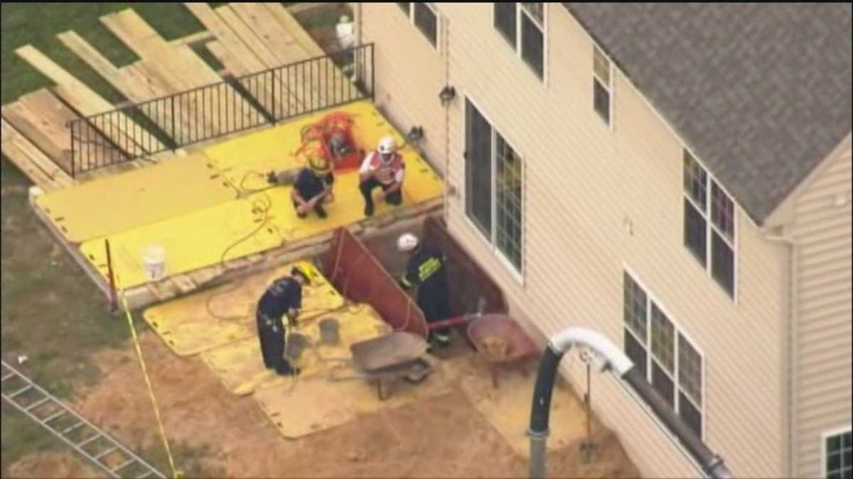 news local worker trapped under dirt trench collapse