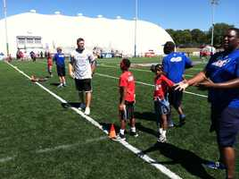 Todd Heap at Play 60 event, encouraging youth to get 60 minutes of exercise every day.