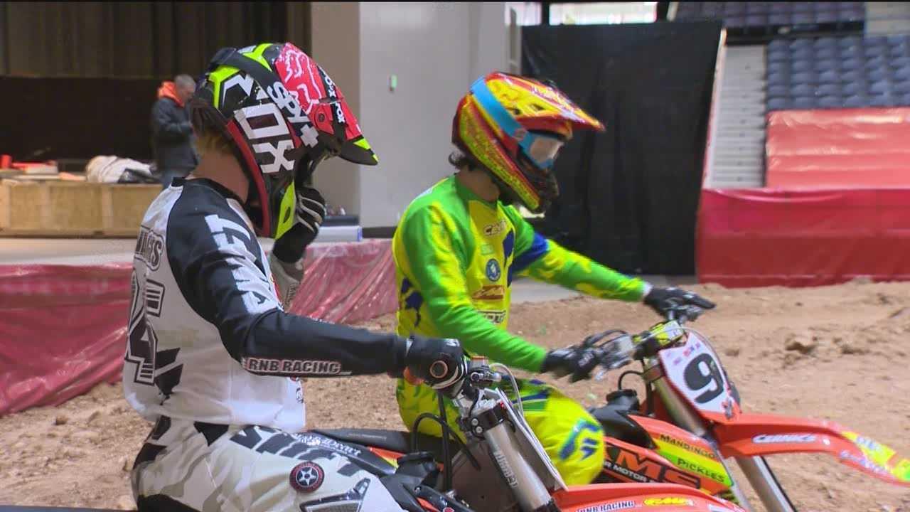 Arenacross indoor dirt bike races into Baltimore