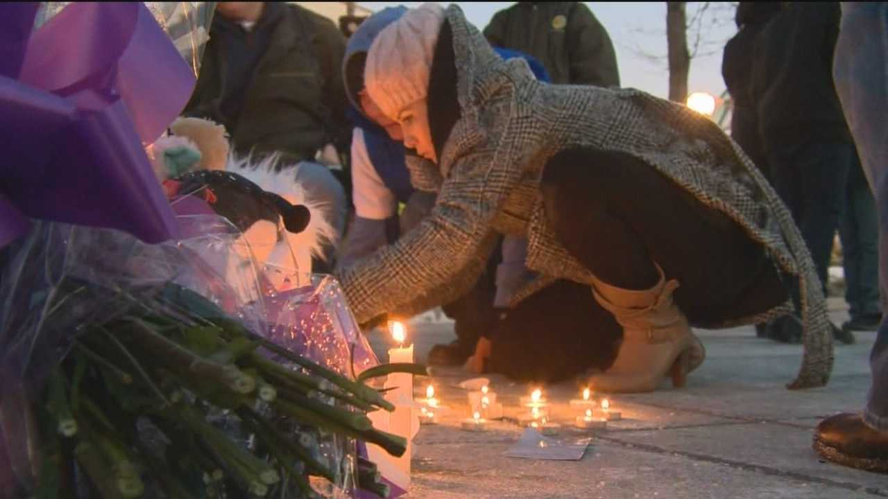 Hundreds gathered for a candlelight vigil held in memory of the two shot and killed at the Mall in Columbia.