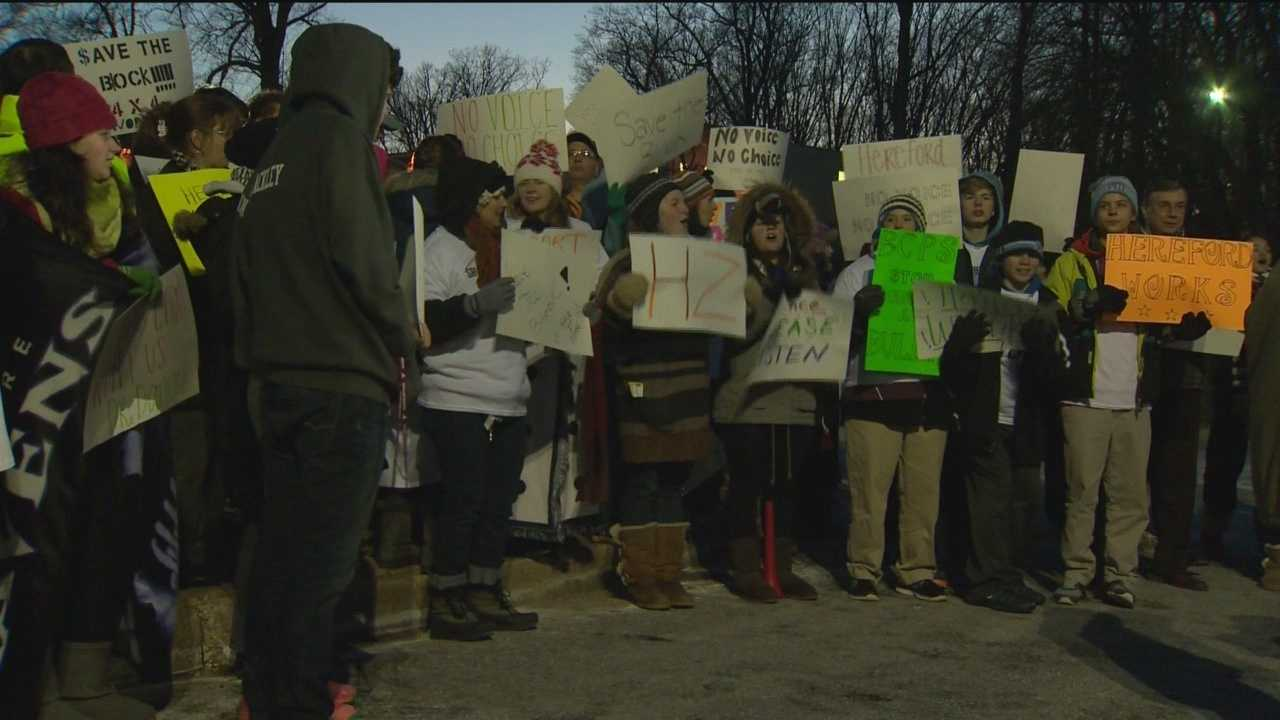Hereford students, parents protest schedule change