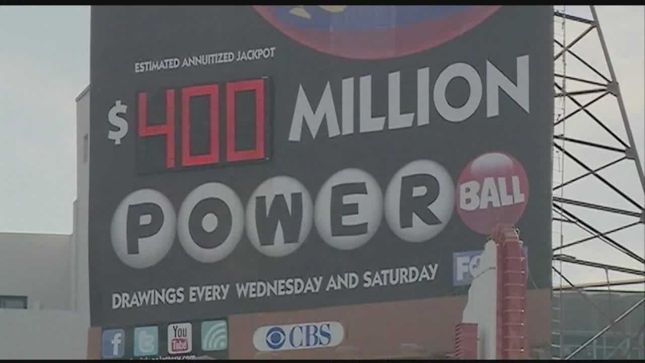 Jackpot rolls up to $400 million for Powerball