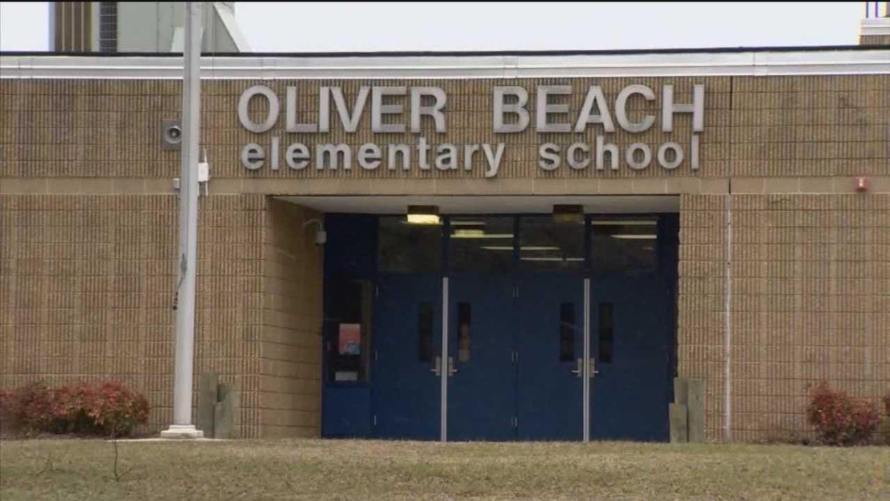 'Stranger danger' warnings go out at 2 schools