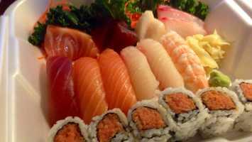 Sarah's favorite food is sushi
