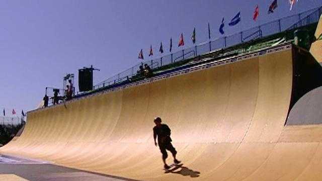 Dew Tour 2007 halfpipe practice - 13554186