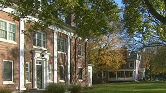 32 Amherst College - 29677171