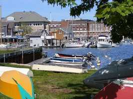 #6 Woods Hole with an average income of $132,132.